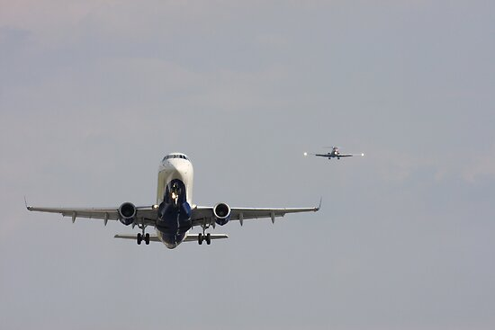 Aircraft coming and going at DCA by arushton