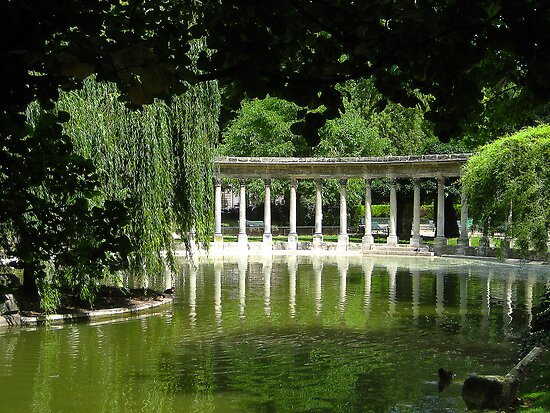 Colonnade_Parc_Monceau by Keith Richardson
