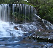 Weeping Rock, Wentworth Falls, NSW. by Stephen Bennetts
