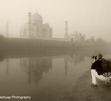 Photographer Capture The Taj Mahal by RajeevKashyap