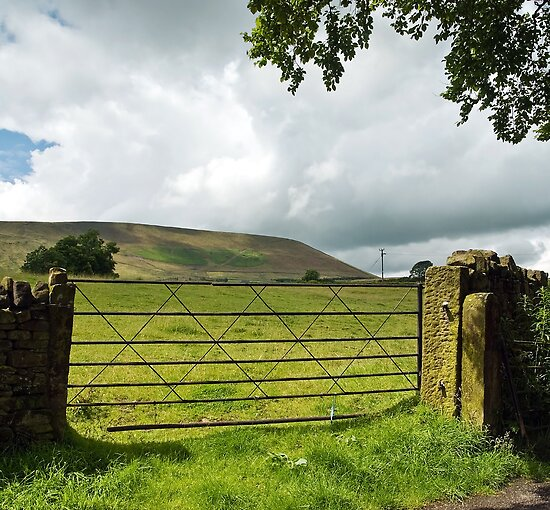 Pendle Hill by Steve  Liptrot