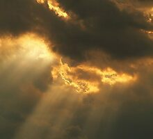 Suns rays shinning through during a break in the storm at Dusk by kellimays