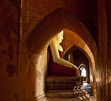 Buddha in Bagan by quotidianphoto