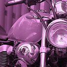 Purple automobile in Italy (very popular) by loiteke