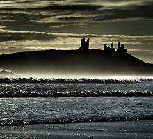 Dunstanburgh Castle by maxblack