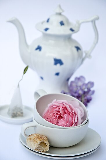 Tea and Cakes by Ilva Beretta