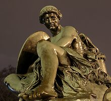 Victoria Monument by Linda Hardt