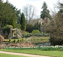 Scotney Castle gardens by Andrew  Marks