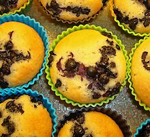 Cupcakes with blueberries - directly from the oven by Paola Svensson