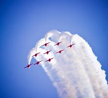 Red Arrows formation dive by nayamina