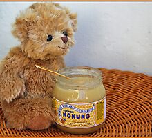 Baby Ferdinand loves honey by Paola Svensson