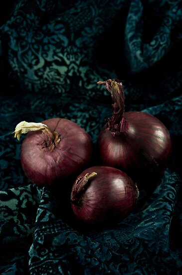 Red Onions by Ilva Beretta