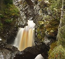 lower bridge, falls of bruar by codaimages