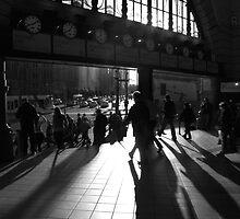 Flinders Street morning crowd by Andrew Wilson