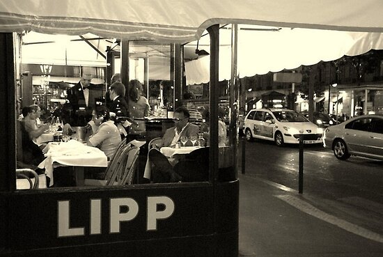 Paris - Brasserie Lipp. by Jean-Luc Rollier