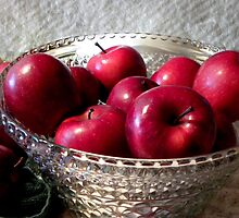 Pretty Red Apples by digitalmidge