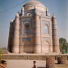 boy at  a  multaani  tomb by taariqhassan