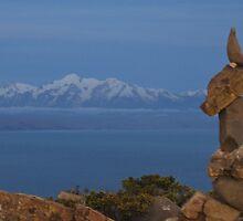 Statue.  Lake.  Peru. by MeBoRe