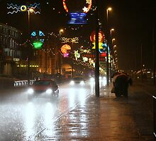 Rainy night in Blackpool by jayt47