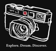 Leica M9 red dot rangefinder camera T-Shirt T-Shirt