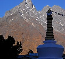 Stupa near Mongo by Richard  Stanley