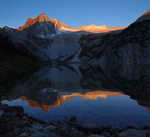 Sunrise at Snowmass Lake by alpinetrekker