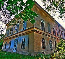 Abandoned castle II by zumi