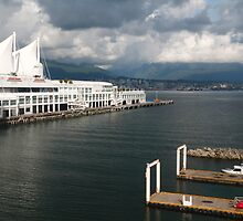 Cloudy Vancouver harbour by zumi