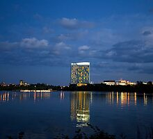 Lake Leamy at Dusk by Yannik Hay