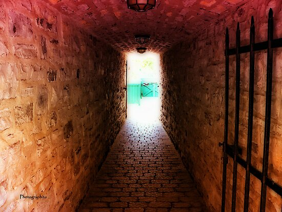 Tunnel, Quartier Petit-Champlain by Yannik Hay