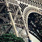 Un Morceau d'Eiffel by ROGUEstudio