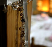 Glowing Glitery Garlands by BecQuist