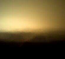 Ne trouvez-vous pas que la ville brille d'une lueur étrange dans la brume du crépuscule? by Florent Silieri