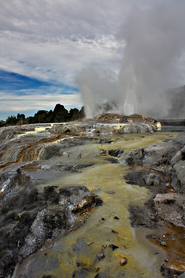 Pohutu Geyser by Luke and Katie Thurlby
