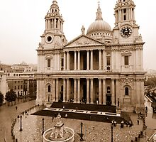 A Rainy Day - St. Paul's by FlyWorks