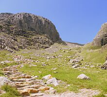 The Lake District: The Path Between the Scafells by Rob Parsons