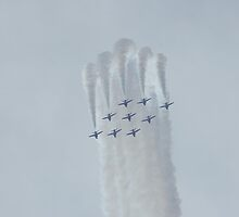 Red Arrows Display Team by hairperm