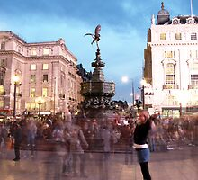 Piccadilly: Pose for the picture by JLaverty