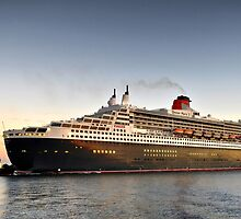Queen Mary 2 Arrival by JaninesWorld