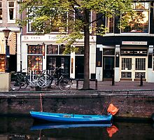 Blu Boat - Amsterdam by Larry3