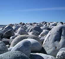 stones in diffrent size and shape by Magnus E