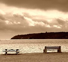 benches and clouds by fotosky