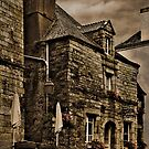 Old House - Rochefort-en-Terre - La Bretagne by Buckwhite