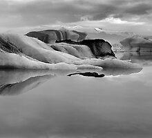 Glacier ice lagoon by leksele