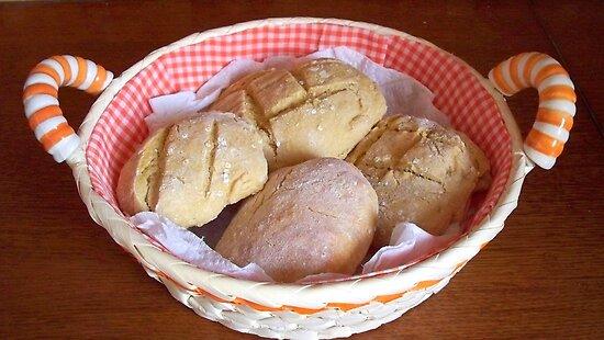 Appetizing home bread rolls. by daffodil