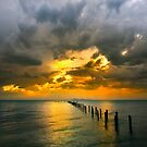 Glowing Sky - Corio bay by Hans Kawitzki