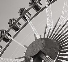 Giant wheel at the Octoberfest by Klaus Offermann
