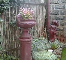 Secret Garden Urn & statue - Kryal Castle (Ballarat ) by adgray