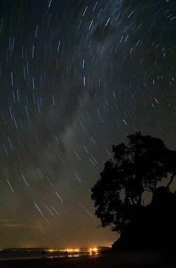 Stary night at Newdicks beach by Paul Mercer