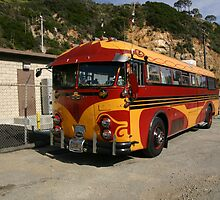 The Artistic Inspired Bus by sl02ggp